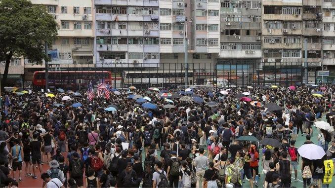 Policija intervenisala protiv demonstranata u Hongkongu 4