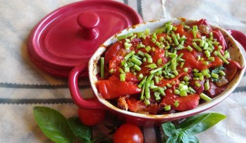 Recept iz albanske kuhinje: Paprikesa sirom - fergese 4
