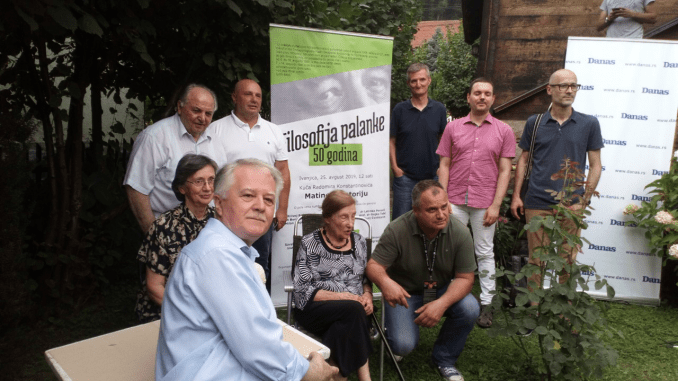 Matine ispred drvene kuće na ponos srpske kulture 2