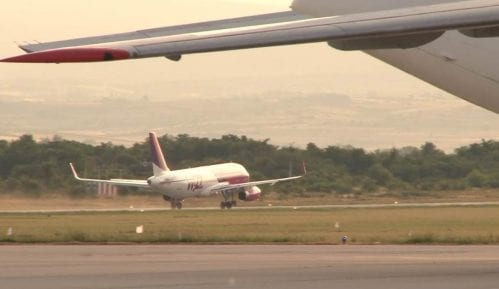 Štrajk na aerodromu u Prištini, građani čekali na letove 9