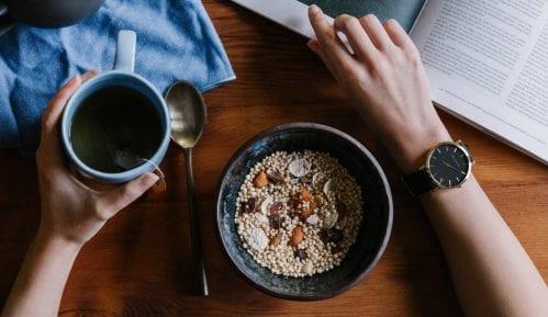Deset zdravih užina za posao koje možete da držite u fioci radnog stola 3