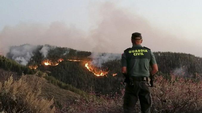 Oko 4.000 ljudi evakuisano zbog požara na Kanarskim ostrvima 1