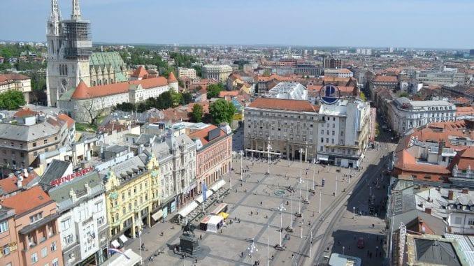Atifašistička liga: 75 karanfila za žrtve holokausta na Trgu žrtava fašizma u Zagrebu 2