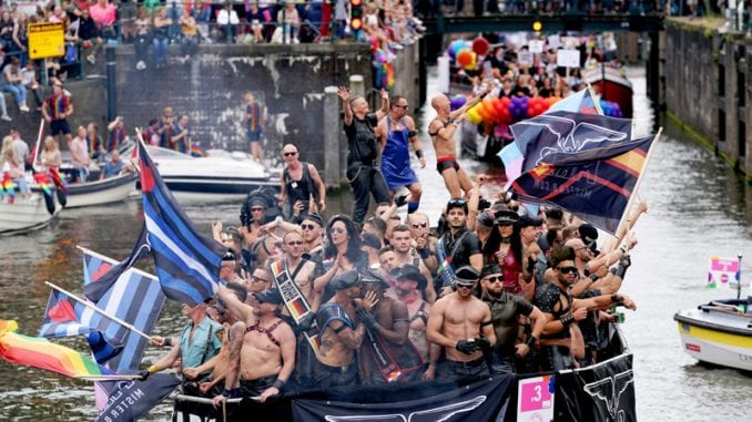 Defile brodova na LGBT festivalu u Amsterdamu 1
