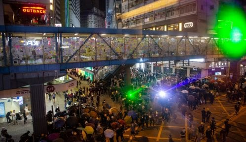 Sajber rat na ulicama Hong Konga: Protestanti laserima protiv kamera 15