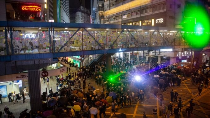Sajber rat na ulicama Hong Konga: Protestanti laserima protiv kamera 1