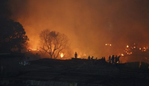 Oko 1.000 vatrogasaca i 15 helikoptera bore se protiv velikog požara u Portugalu 14