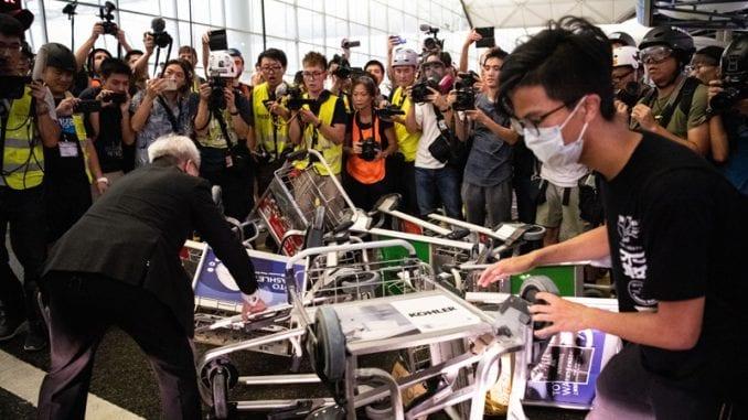 Hong Kong: Policija ispraznila aerodrom 1