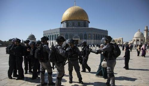 Sukobi policije i vernika na Brdu hrama 15