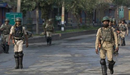 U indijskom delu Kašmira ublažen policijski čas za molitvu muslimana 9