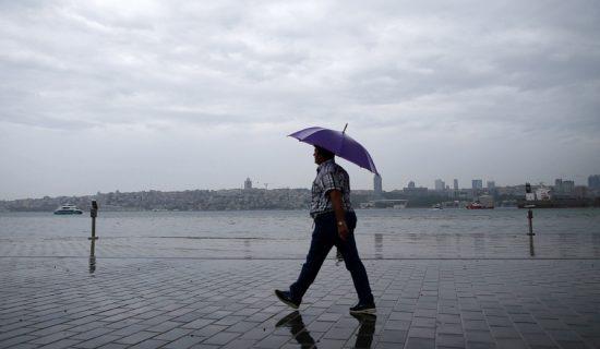 Danas umereno do potpuno oblačno vreme s kišom mestimično 13
