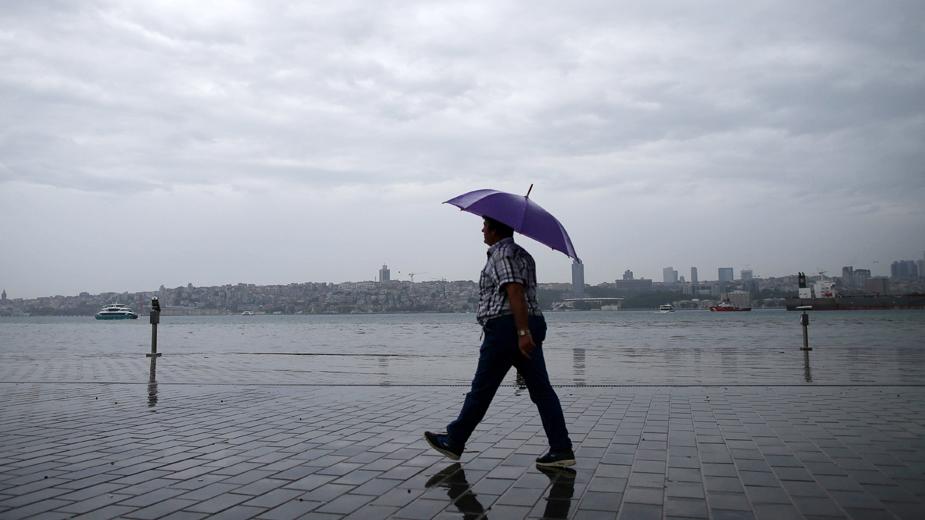 Danas umereno do potpuno oblačno vreme s kišom mestimično 1