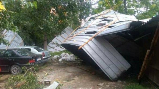 Nevreme u Pirotu nosilo krovove sa zgrada i čupalo drveće 1