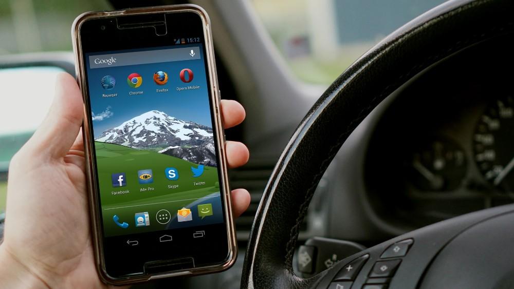 Hands-free telefoniranje u kolima će biti zabranjeno? 1