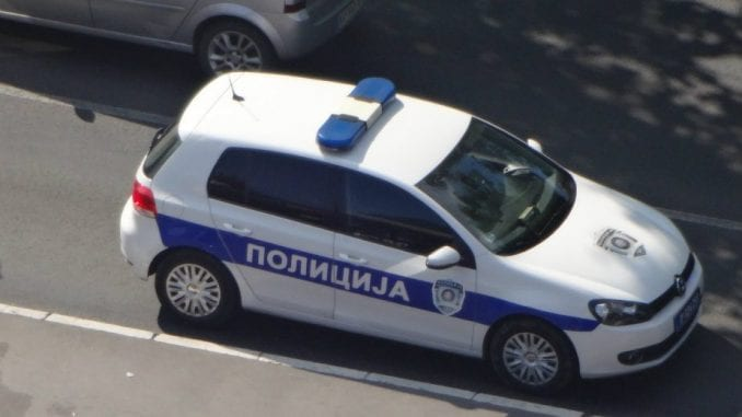 Palo drvo na automobil u Beogradu, dvoje povređenih 4