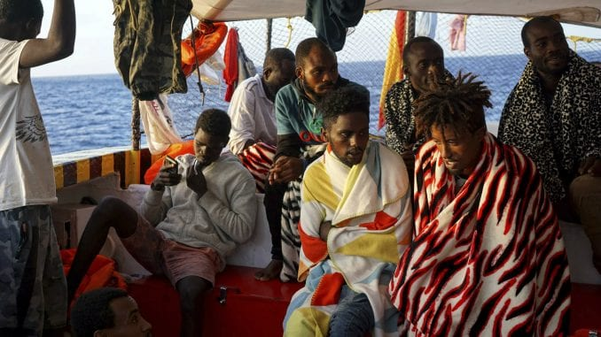 Španija spremna da prihvati deo migranata sa humanitarnog broda 4