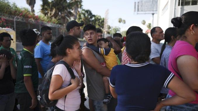 Najmanje 40.000 migranata na granici SAD i Meksika 1
