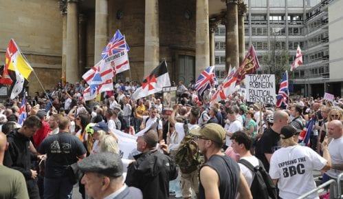 Protest pristalica osuđenog britanskog desničara u Londonu 4