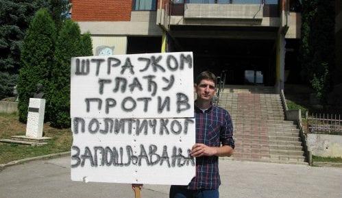 Učitelj štrajkuje glađu protiv stranačkog zapošljavanja 14