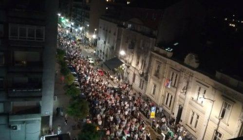 """Završen protest """"1 od 5 miliona"""": Nikola Jovanović pozvao okupljene da bojkotuju izbore (FOTO/VIDEO) 14"""