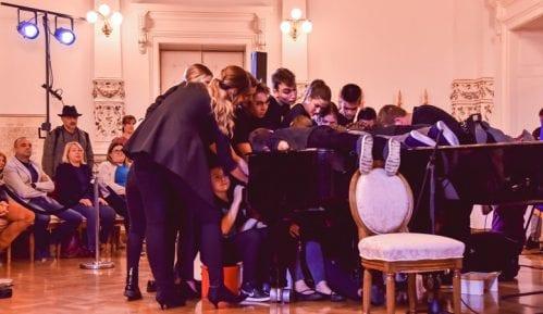 """Novi Sad: Učenici MŠ """"Isidor Bajić"""" pokušali da obore Ginisov rekord 2"""