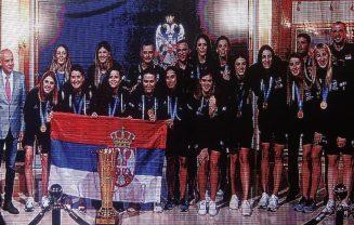 Odbojkašice Srbije proslavile titulu prvaka Evrope s navijačima u Beogradu (VIDEO, FOTO) 6