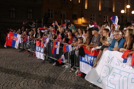 Nekoliko hiljada ljudi dočekalo odbojkaše u Beogradu (FOTO) 2