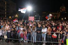 Nekoliko hiljada ljudi dočekalo odbojkaše u Beogradu (FOTO) 3
