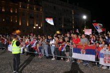 Nekoliko hiljada ljudi dočekalo odbojkaše u Beogradu (FOTO) 4