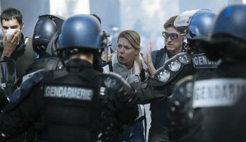 U Parizu više od 100 privedenih na protestu Žutih prsluka 15