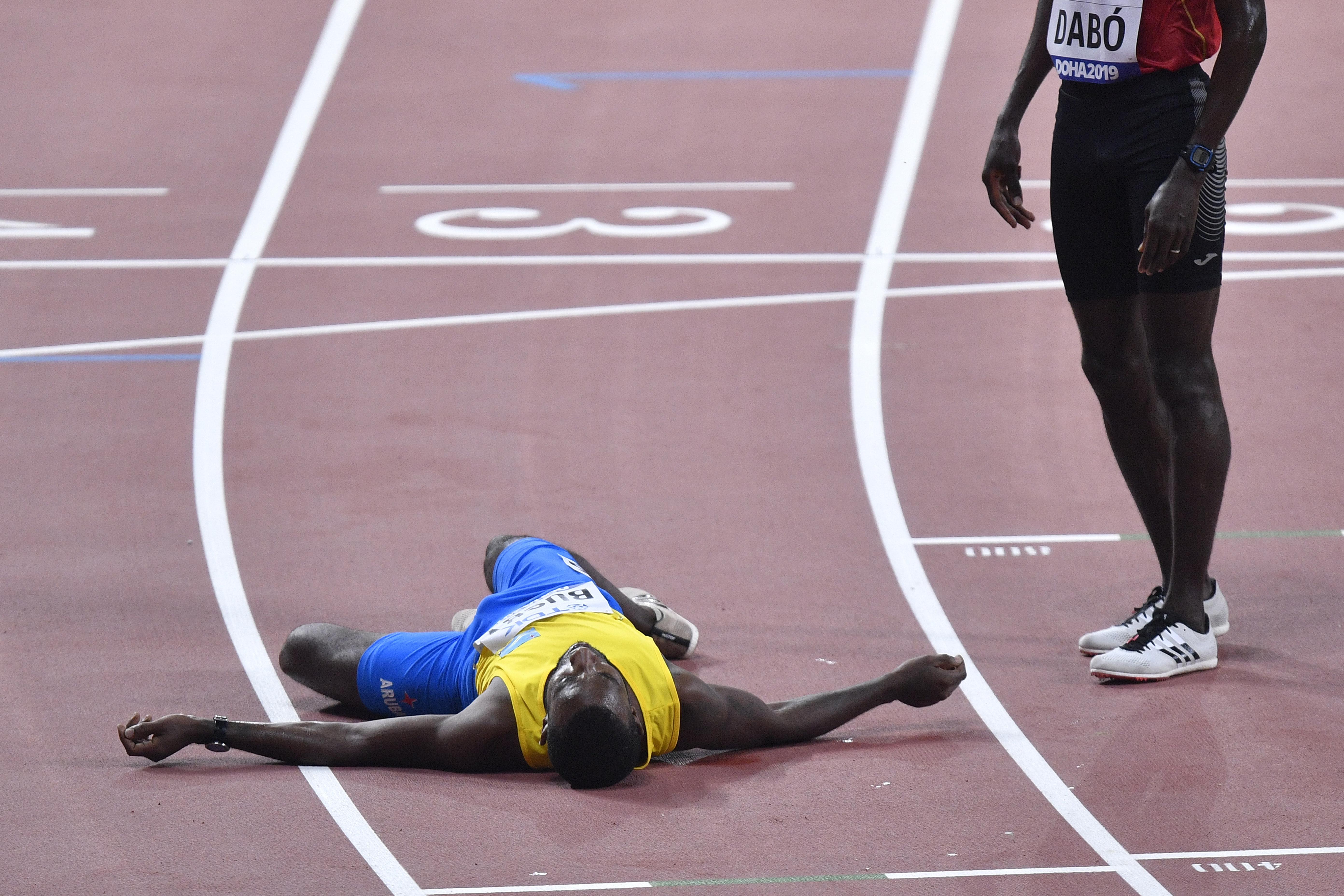 Trkač na 5.000 metara pomogao rivalu da prođe kroz cilj na SP u Dohi 2