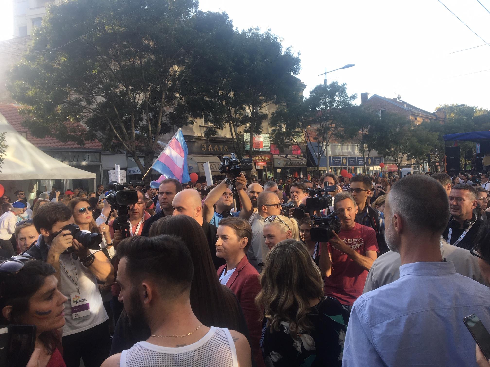 Parada ponosa u Beogradu završena žurkom u parku Manjež (FOTO) 9
