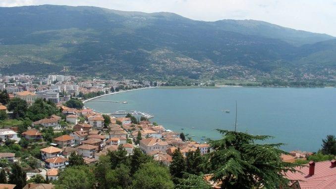 Policija u čamcu na obali Ohridskog jezera pronašla 100 kilograma marihuane 1