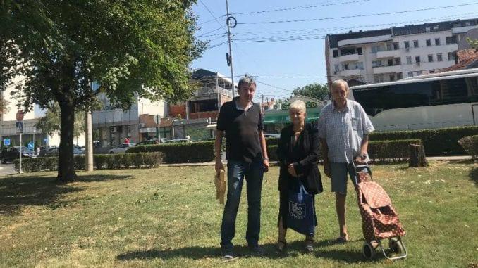 Stanari Sinđelićevog trga u Nišu čuvaju drveće zbog javne garaže 5