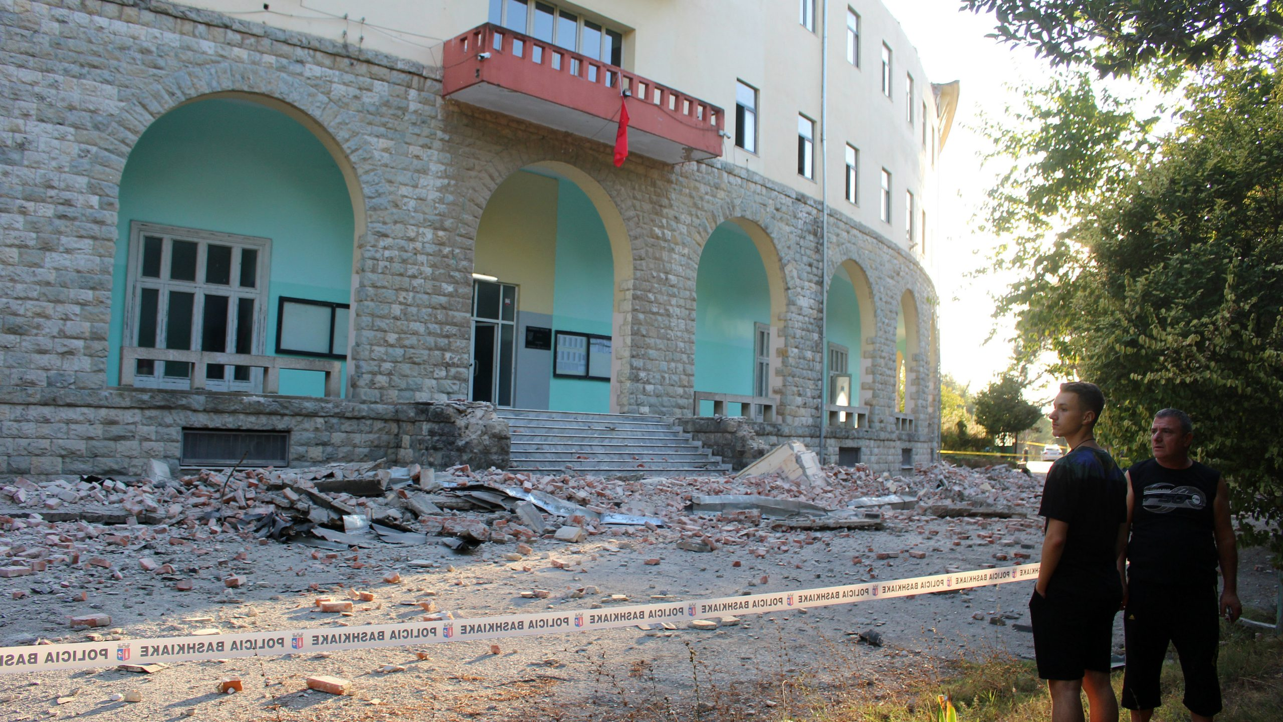 Albanci se ne sećaju snažnijeg zemljotresa, povređeno više od 100 ljudi 1