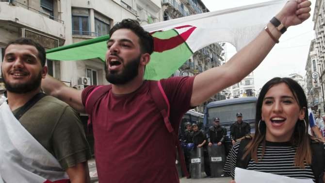 Nekoliko hiljada ljudi na protestu u Alžiru 1