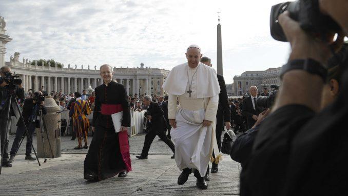 Papa upozorio direktore kompanija da veštačku inteligenciju koriste za opšte dobro 1