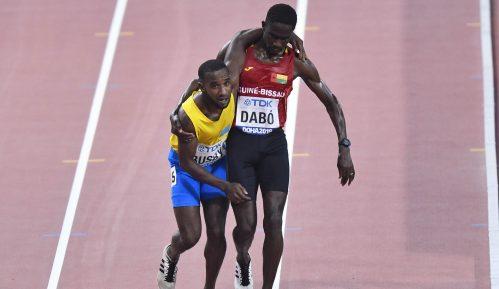 Trkač na 5.000 metara pomogao rivalu da prođe kroz cilj na SP u Dohi 7