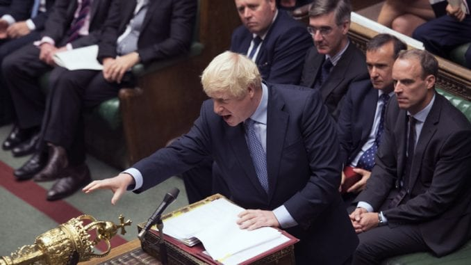 Britanski poslanici odobrili zakon o Bregzitu 4