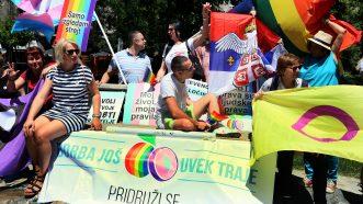 Parada ponosa u Beogradu završena žurkom u parku Manjež (FOTO) 7