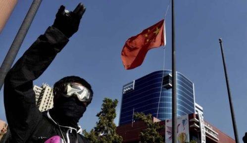 Novi sukobi demonstranata i policije na protestima u Hongkongu 3