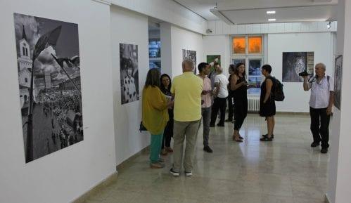 """U Zrenjaninu otvorena izložba """"Grad fotografima, fotografi gradu"""" 9"""