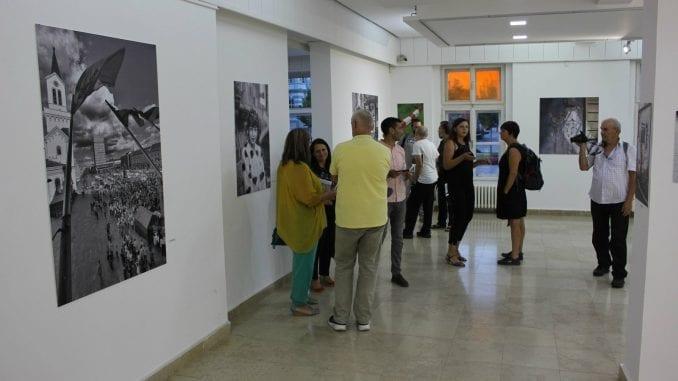 """U Zrenjaninu otvorena izložba """"Grad fotografima, fotografi gradu"""" 4"""