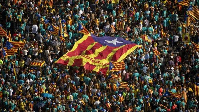Stotine hiljada ljudi na protestu u Barseloni zahtevale nezavisnost Katalonije 1