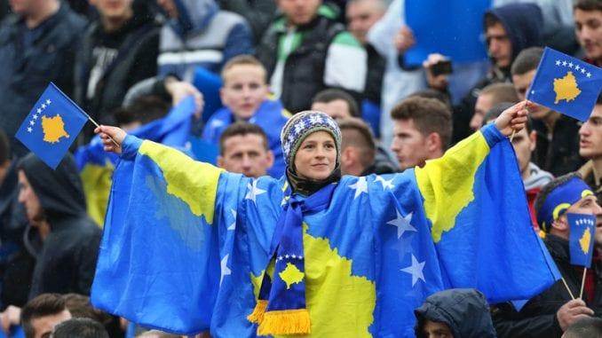Uhapšeni Česi koji su hteli da na utakmici Kosovo-Češka podignu dron s parolom 'Kosovo je Srbija' 4