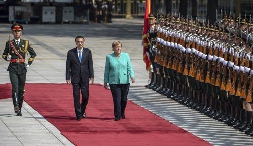 Nemačka kancelarka u Pekingu pozvala na garanciju sloboda u Hongkongu 14