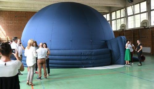 """Pirot: U OŠ """"Vuk Karadžić"""" postavljen mobilni planetarijum 14"""