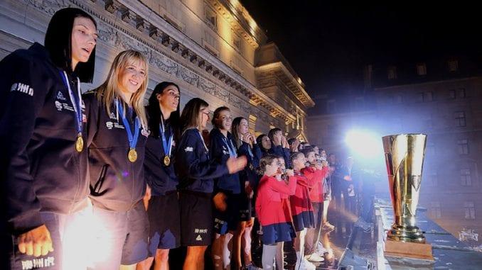 Odbojkašice Srbije proslavile titulu prvaka Evrope s navijačima u Beogradu (VIDEO, FOTO) 13