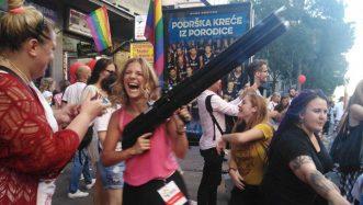 Parada ponosa u Beogradu završena žurkom u parku Manjež (FOTO) 5