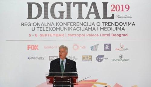 Ambasador SAD: Mnogi u Srbiji veruju da je mržnja prema Americi dobar posao 9